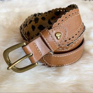 Betsey Johnson • tan scalloped edge belt gold